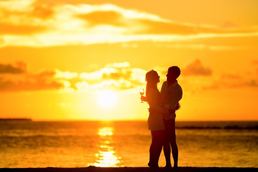 affection 1854081 1280 850x567 - Jak przywrócić bliskość w związku.